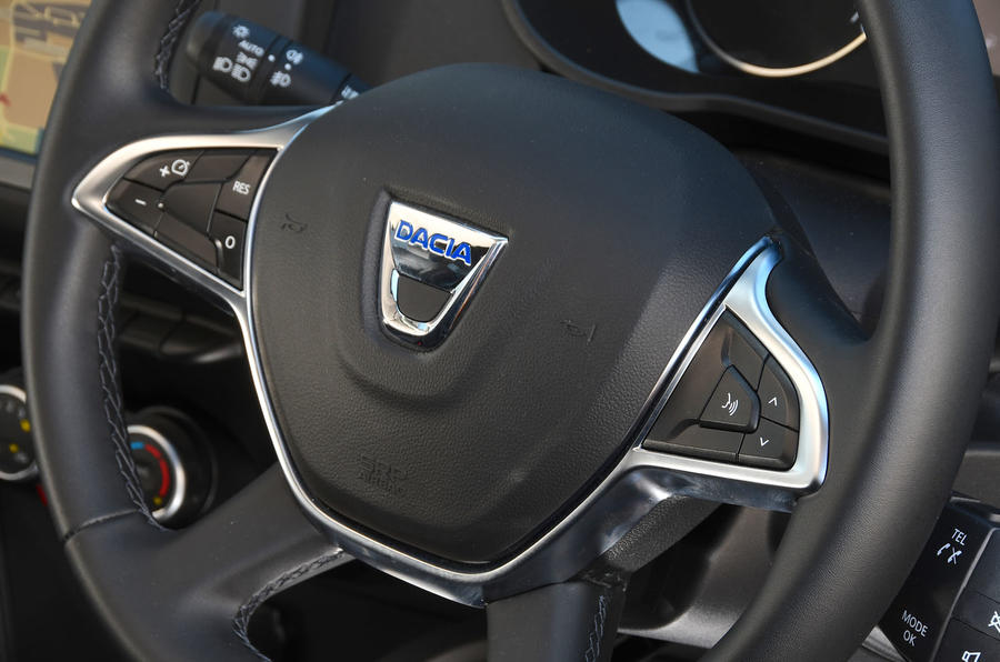Dacia Duster 2018 road test review steering wheel