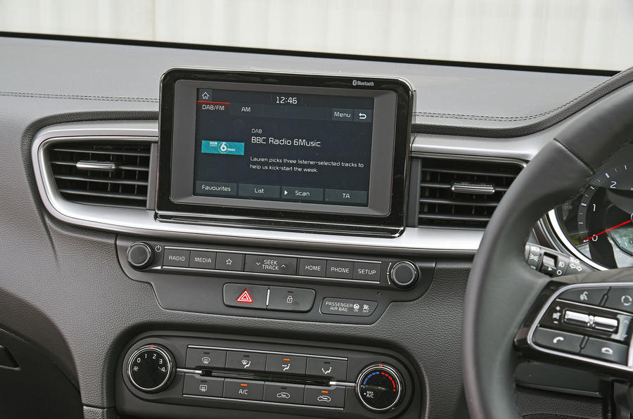 Kia Ceed 2018 road test review infotainment