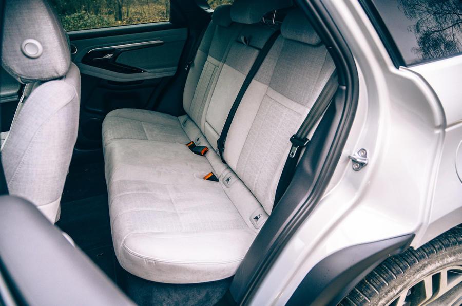 15 Land Rover Range Rover Evoque 2021 essai routier examen sièges arrière