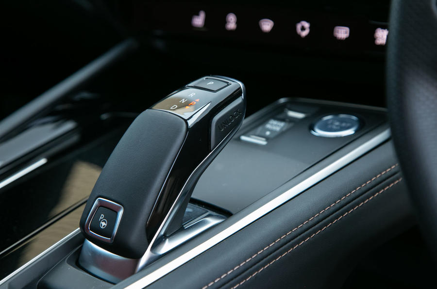Peugeot 508 SW 2019 review - centre console