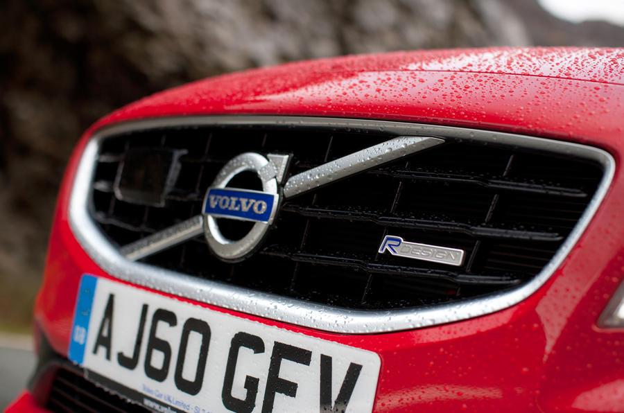 Volvo V60 T5 R-Design front grille