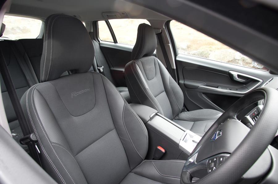 Volvo V60 T5 R-Design front seats