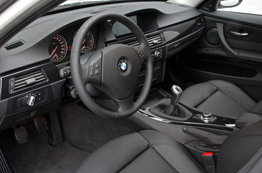 BMW 320d Efficient Dynamics dashboard