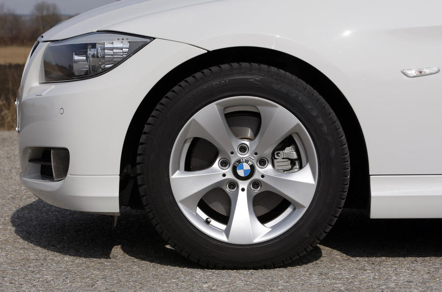 BMW 320d Efficient Dynamics alloys