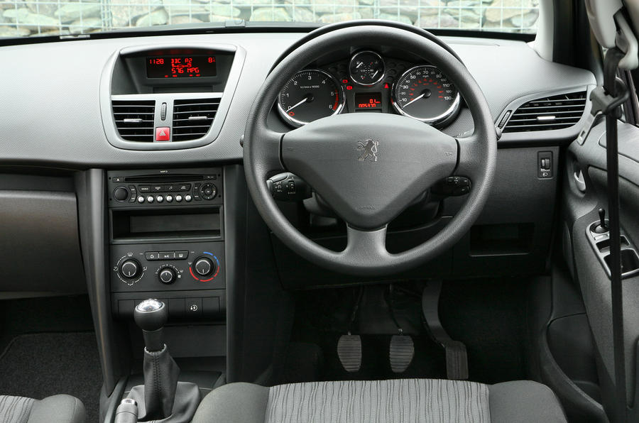 Peugeot 207 1 6 hdi sport review autocar for Interieur 307 sw