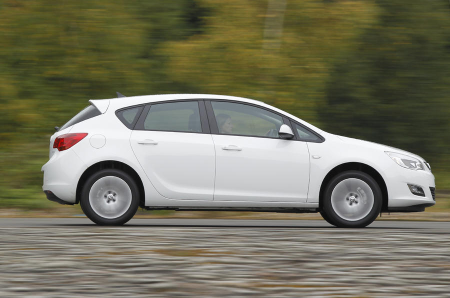 Vauxhall Astra ecoFLEX side profile