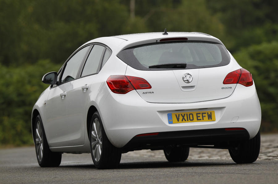 Vauxhall Astra ecoFLEX rear cornering