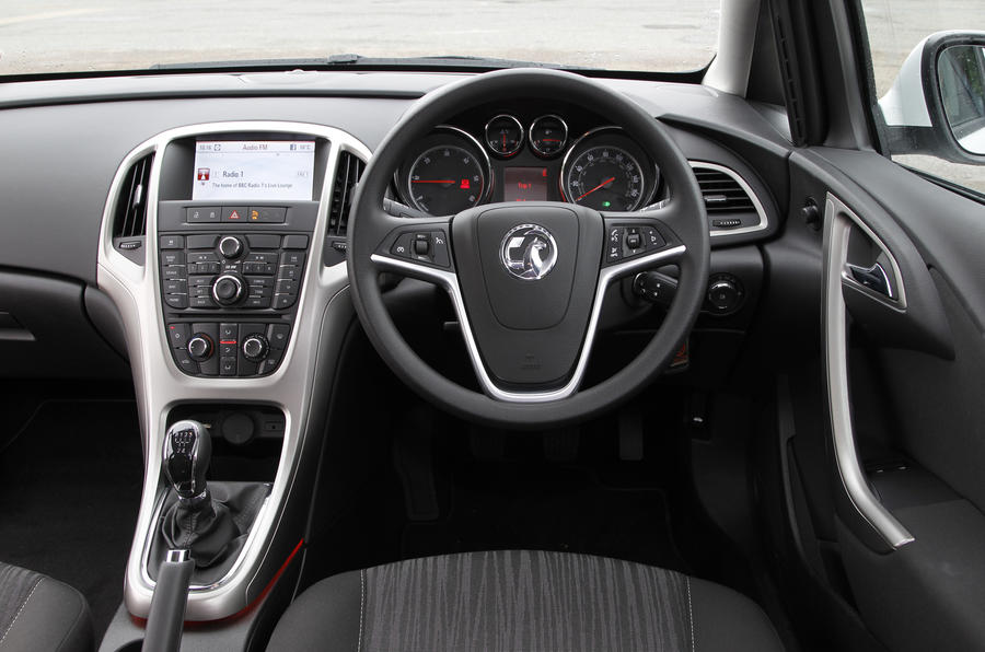 Vauxhall Astra ecoFLEX dashboard