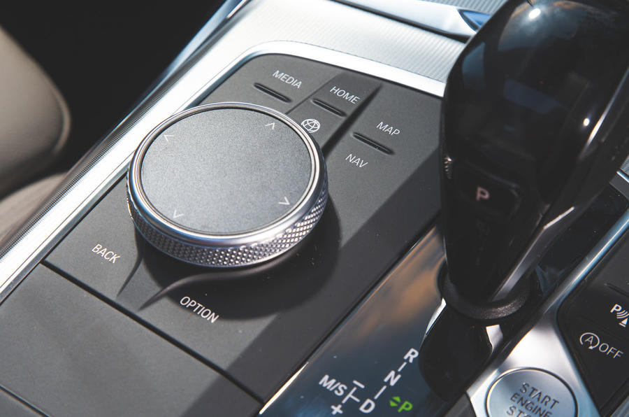 BMW 3 Series 320d 2019 Road Test review - iDrive controller