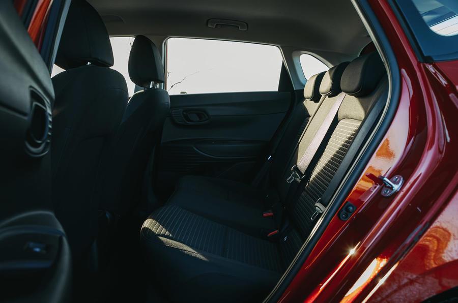 16 Hyundai i20 2021 : essai routier sur les sièges arrière