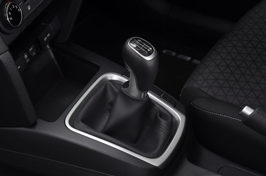 Kia Ceed 2018 road test review gear lever