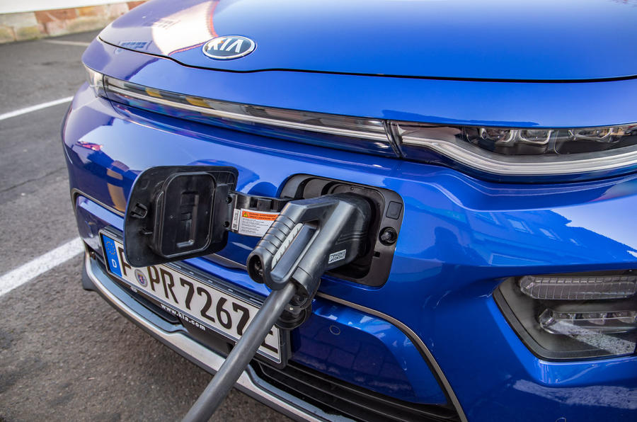 Kia Soul EV 2019 European first drive - charging