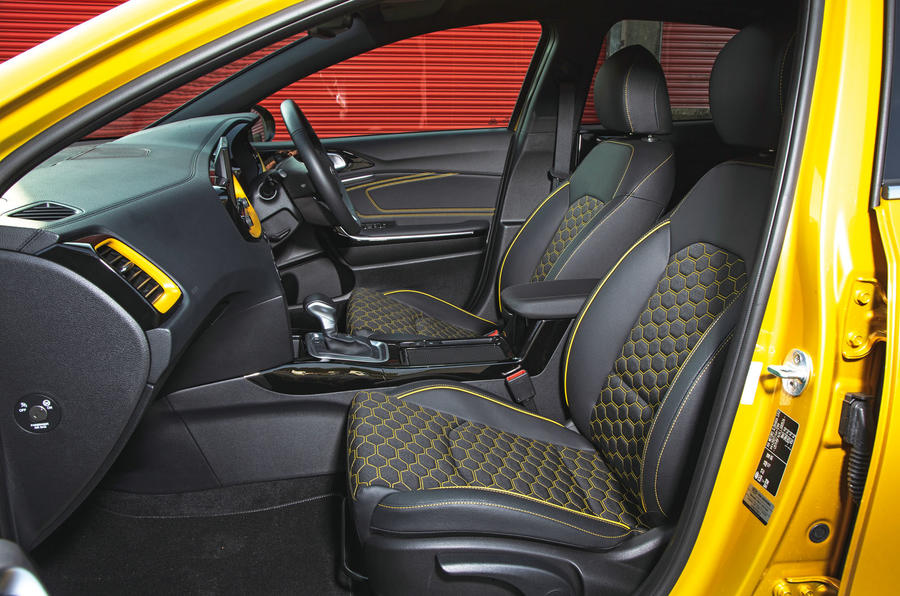 Kia Xceed 2019 road test review - front seats
