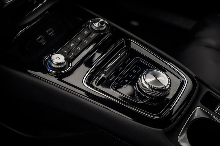 MG 5 SW EV 2020 Révision de l'essai routier - console centrale