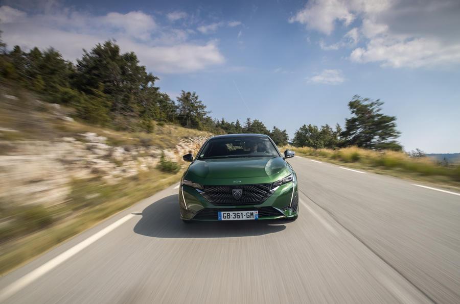 16 Peugeot 308 2021 : premier essai routier sur le nez de la voiture
