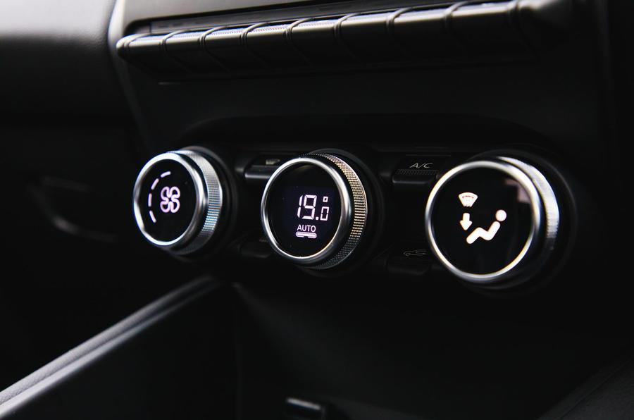 Renault Captur 2020 road test review - climate controls