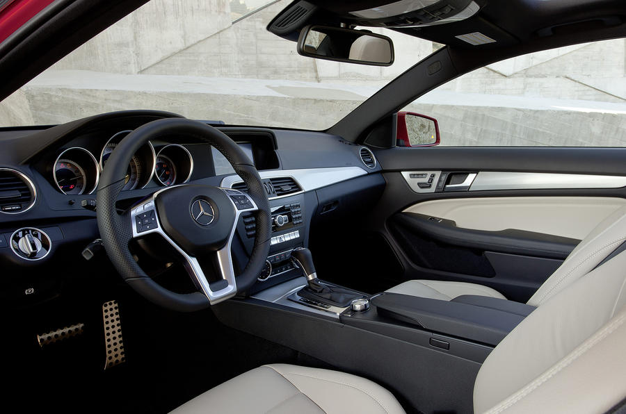 Mercedes-Benz C 180 Coupé interior