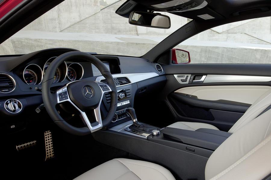 Mercedes-Benz C 180 Coupé interior