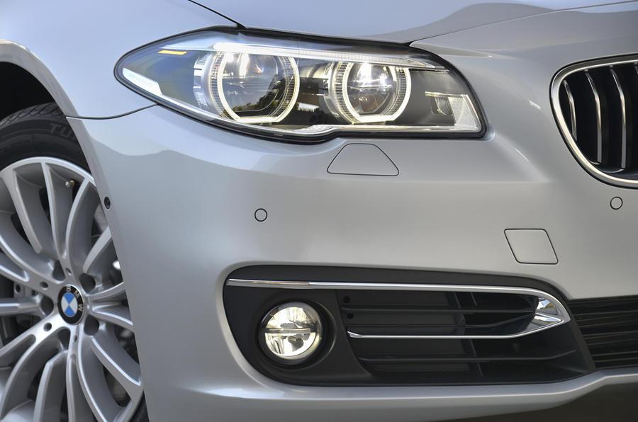 BMW 530d Luxury bi-xenon headlights