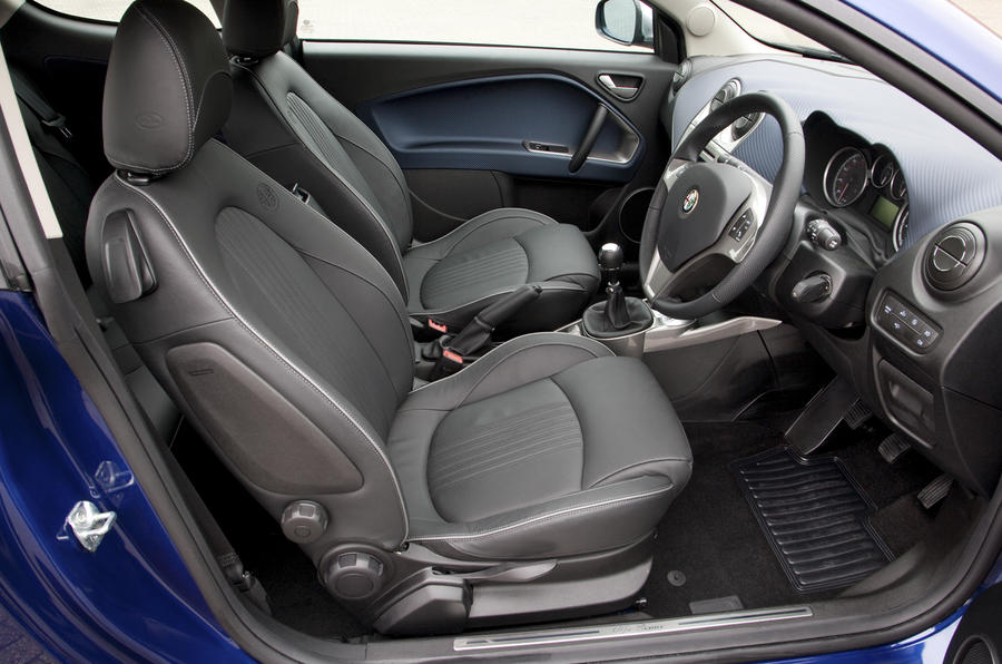 alfa romeo mito cloverleaf 1 4t first uk drive. Black Bedroom Furniture Sets. Home Design Ideas