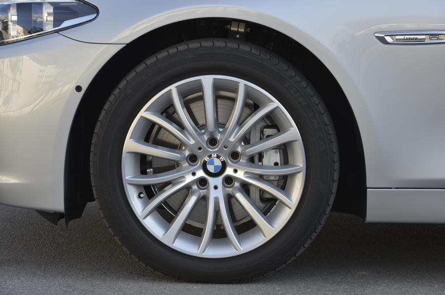 17in BMW 530d Luxury alloys