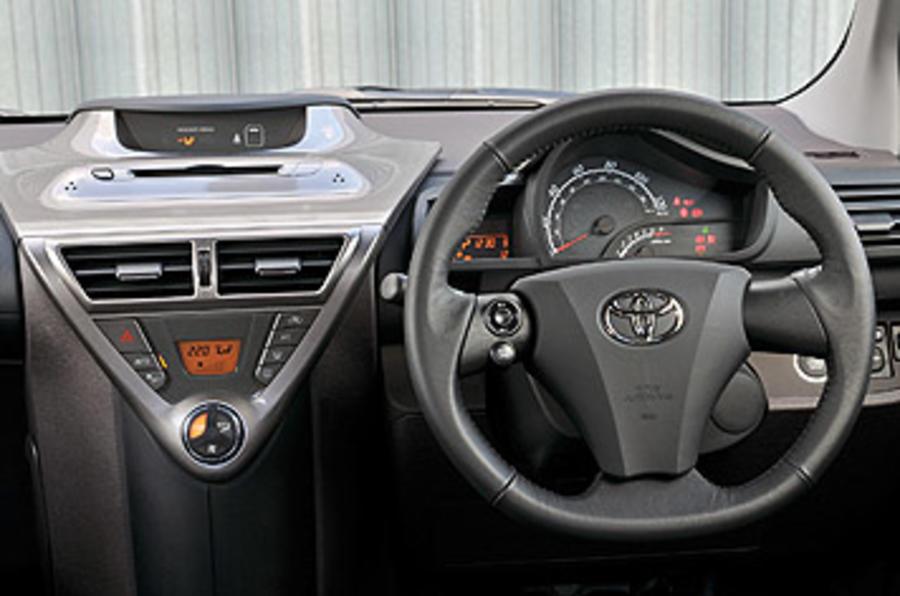 Toyota iQ 1.33 3