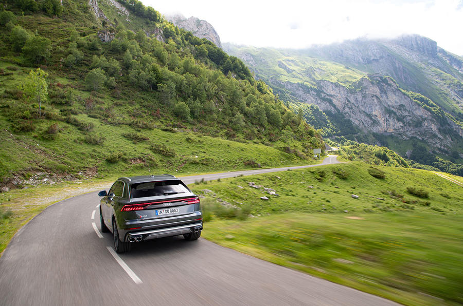 Audi SQ8 2019 road test review - on location