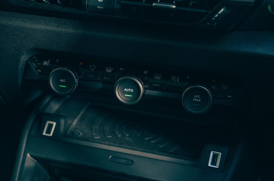 17 Commandes de climatisation du Citroën C4 2021 RT