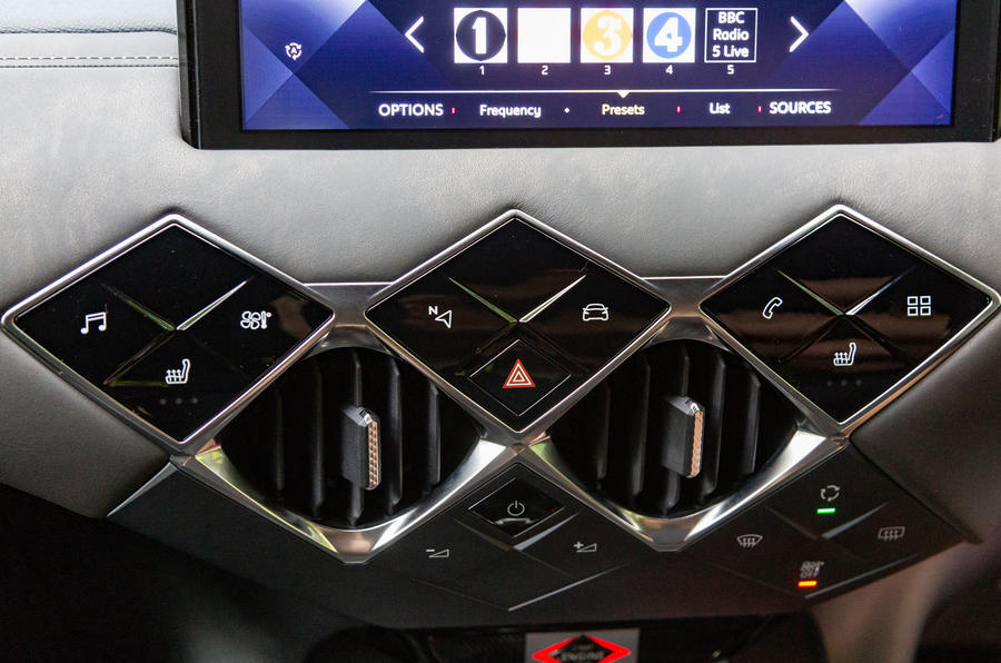 DS 3 Crossback 2019 road test review - climate controls