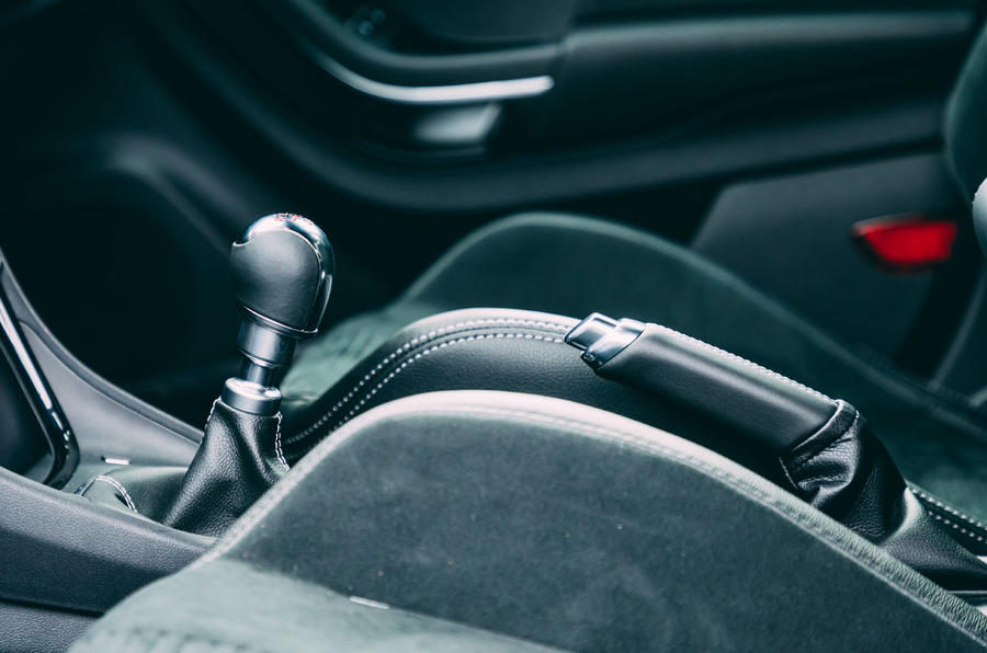 17 Ford Puma ST 2021 : essai routier et test du levier de vitesse