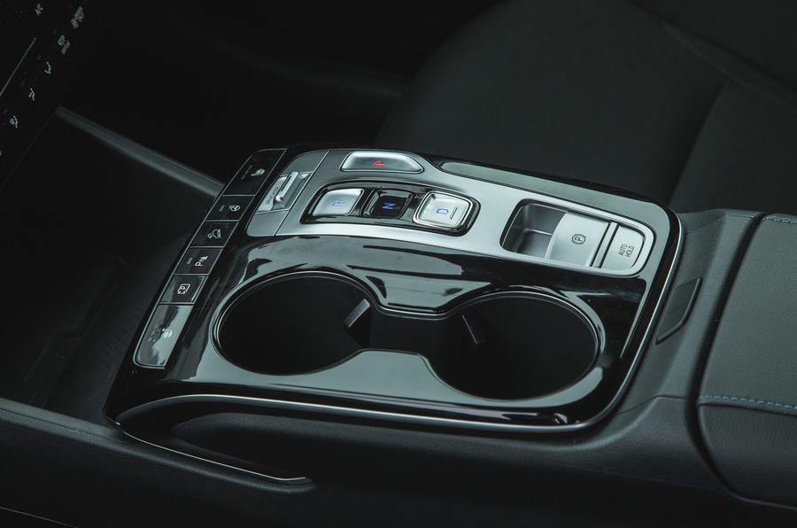 17 Hyundai Tucson 2021 : essai routier - console centrale