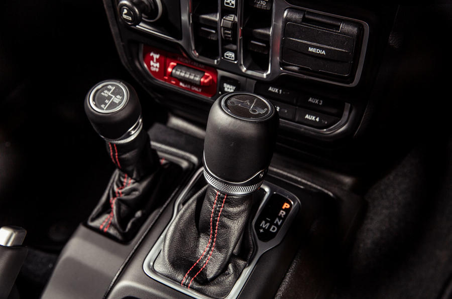 Jeep Wrangler 2019 road test review - cantre console