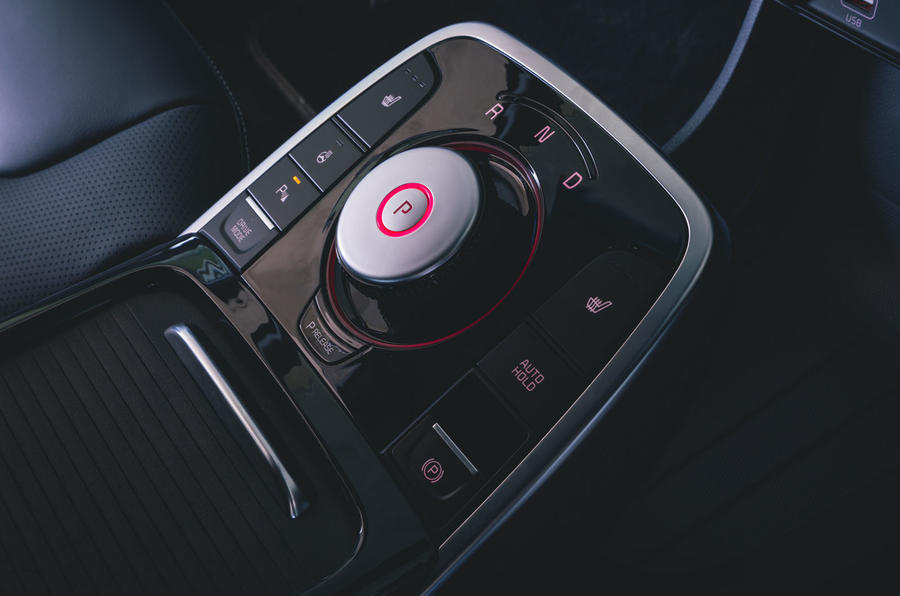 Kia e-Niro 2019 road test review - centre console