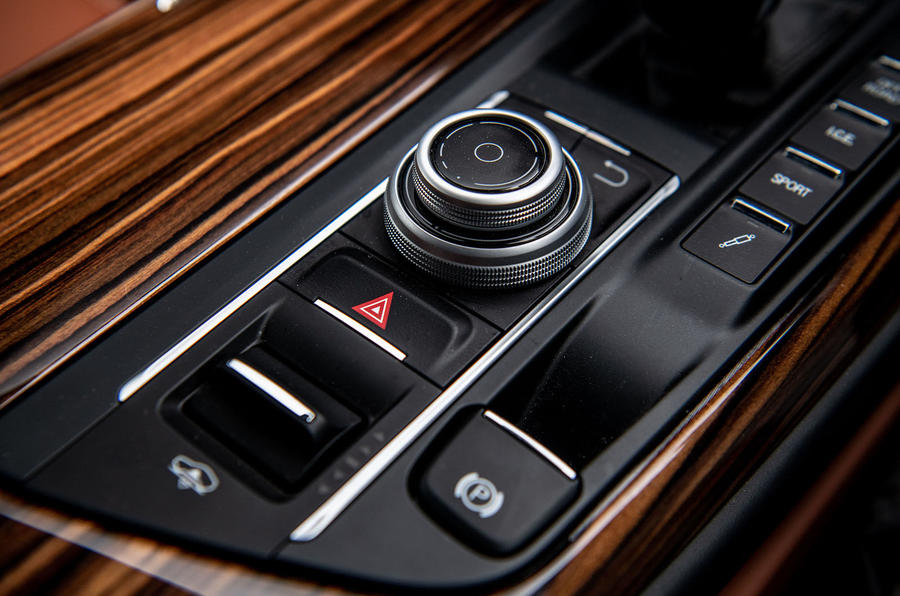 Maserati Levante S GranLusso 2019 road test review - centre console