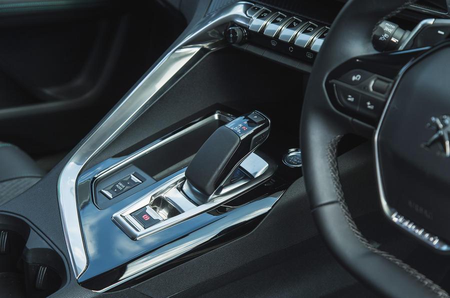 17 Peugeot 3008 2021 RT console centrale