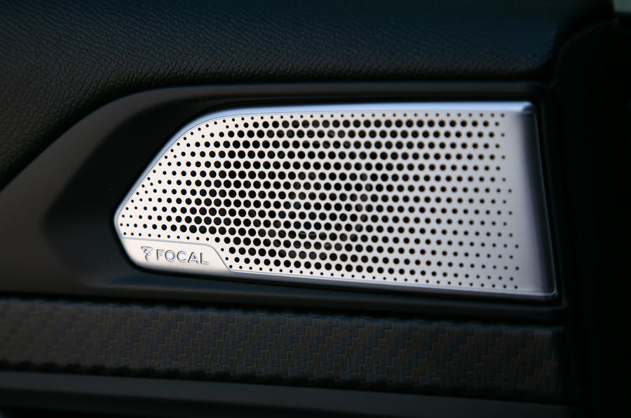 Peugeot 508 SW 2019 review - speaker grilles