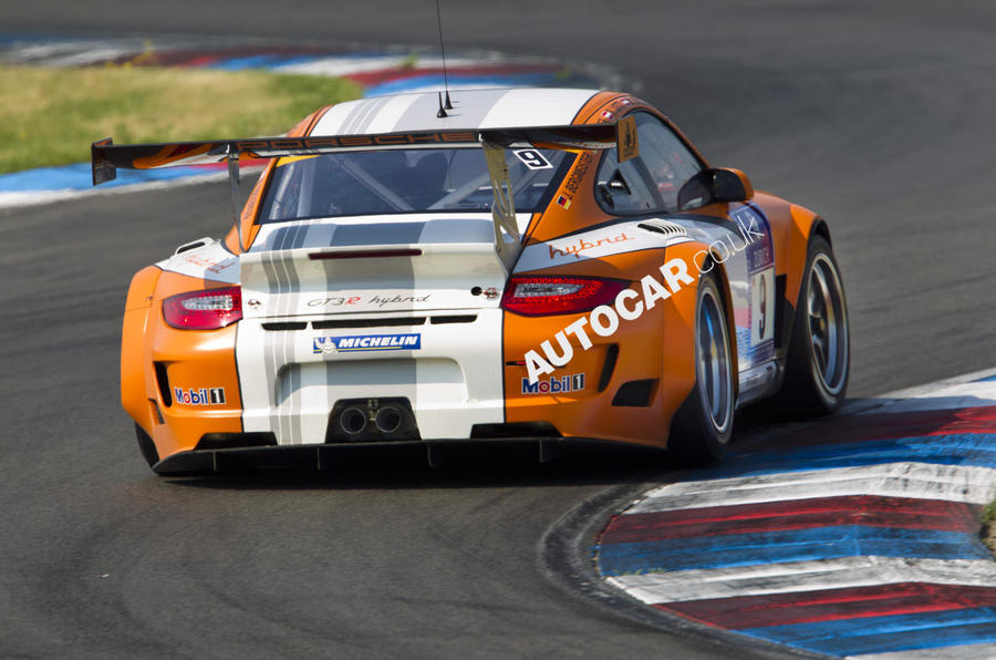 Porsche 911 GT3 R Hybrid rear cornering
