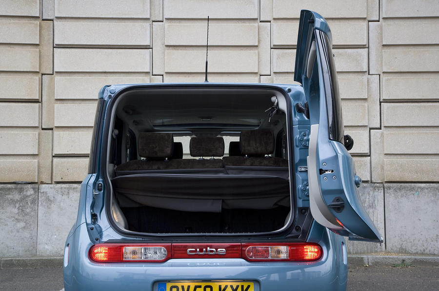 Nissan Cube boot space