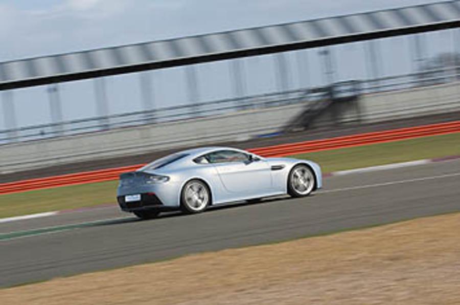 Aston Martin Vantage V12 RS