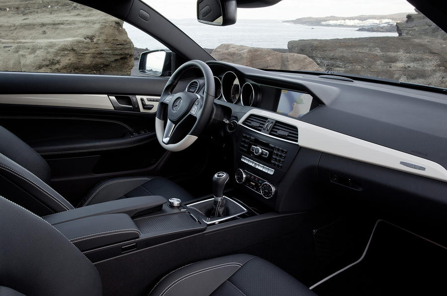 Mercedes-Benz C 250 CDI Coupé interior