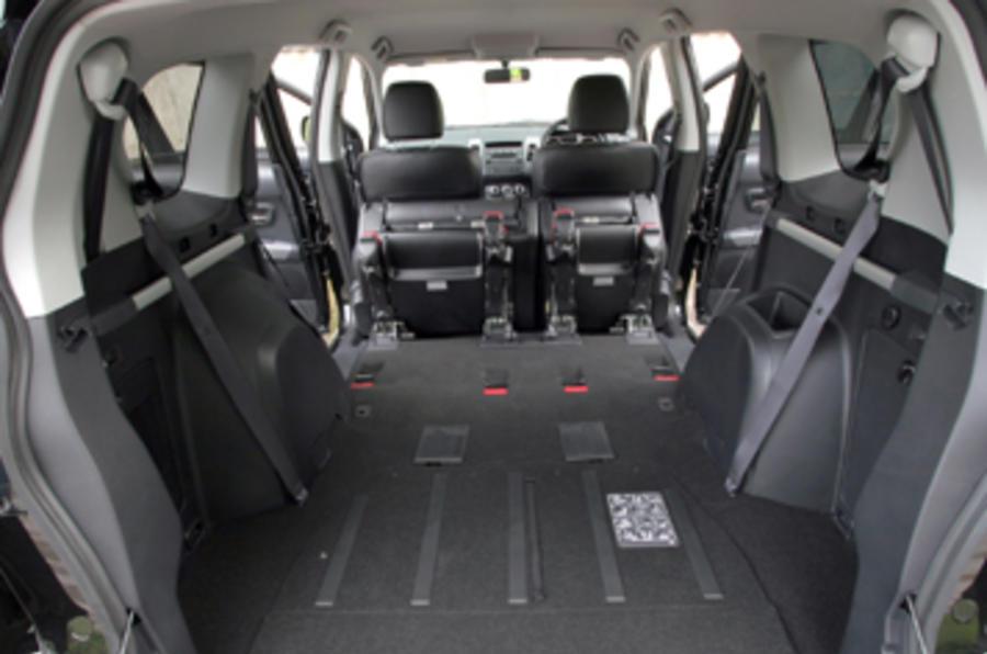 Peugeot 207 sw 1 6 vti review autocar for Peugeot 207 interior