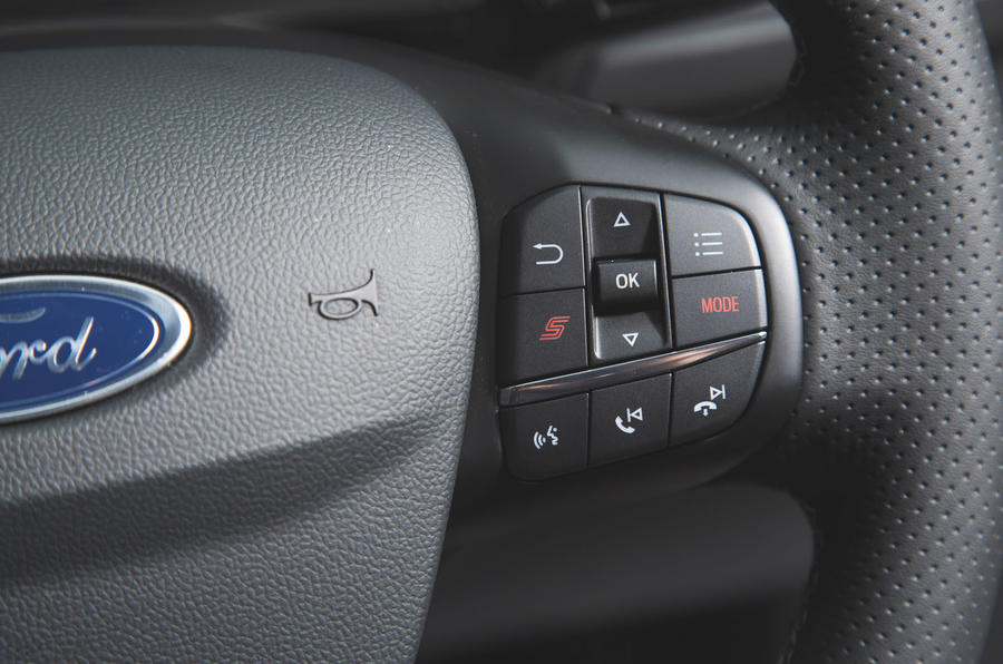Ford Focus ST 2019 road test - steering wheel buttons
