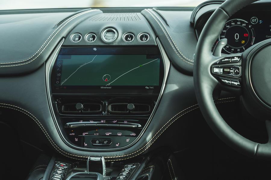 Examen de l'essai routier de l'Aston Martin DBX 2020 - infotainment