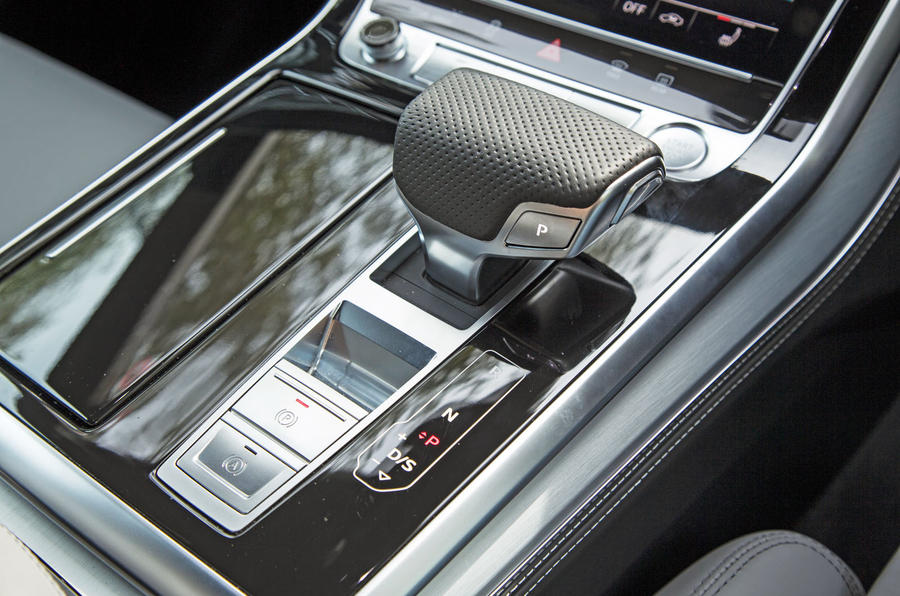 Audi Q8 50 TDI Quattro S Line 2018 road test review - centre console