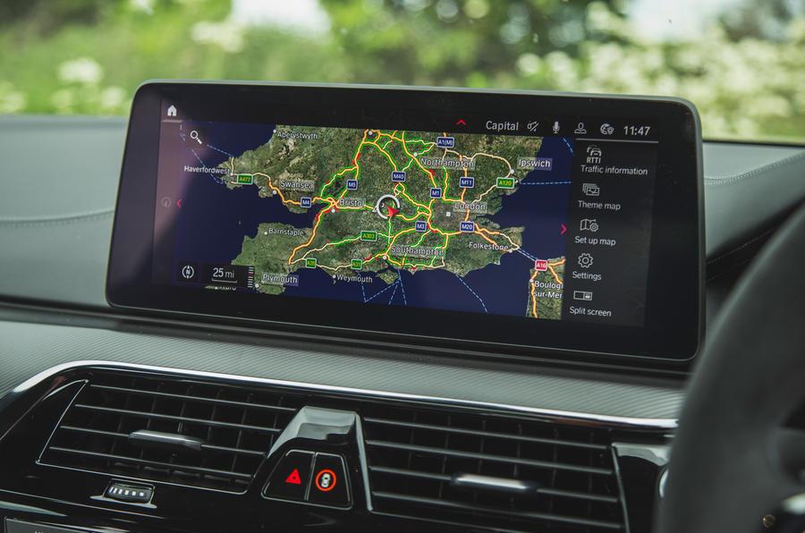 18 BMW M5 CS 2021 RT infotainment