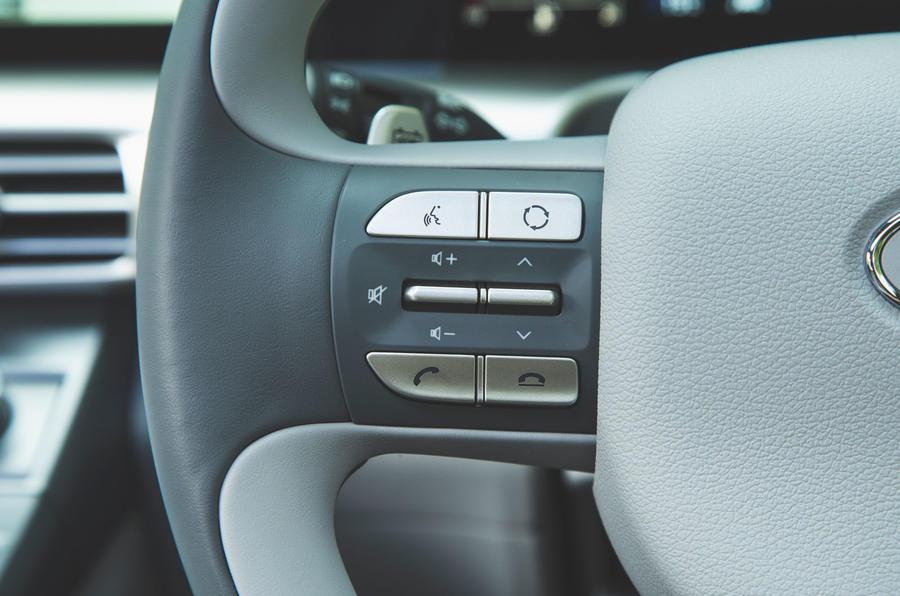 Hyundai Nexo 2019 road test review - steering wheel controls