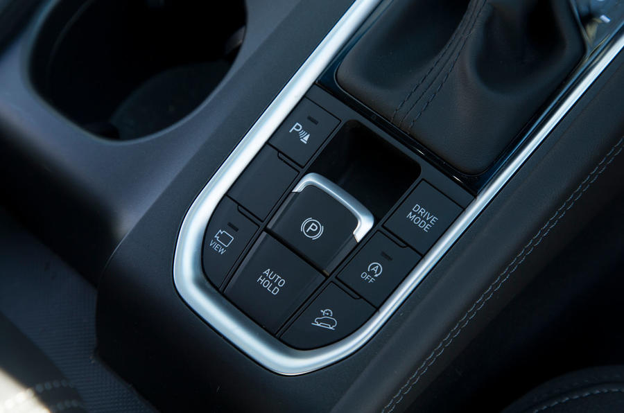 Hyundai Santa Fe 2019 road test review - drive mode controls