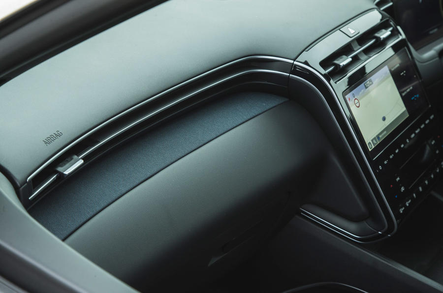 18 Hyundai Tucson 2021 : essai routier garniture intérieure