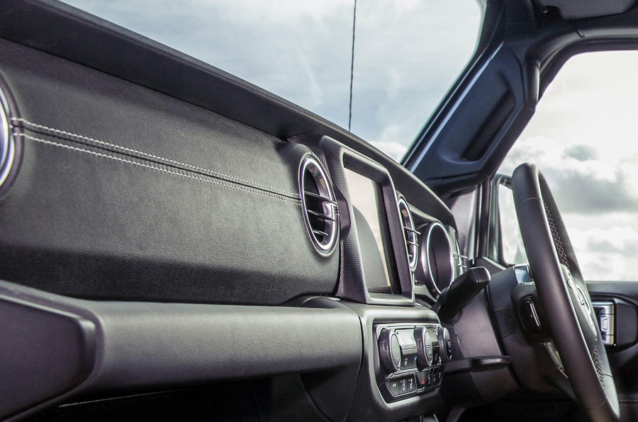 Jeep Wrangler 2019 road test review - interior trim