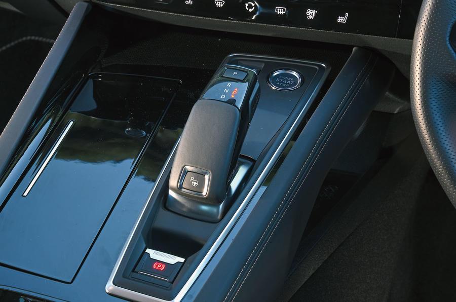 Peugeot 508 2018 road test review - centre console